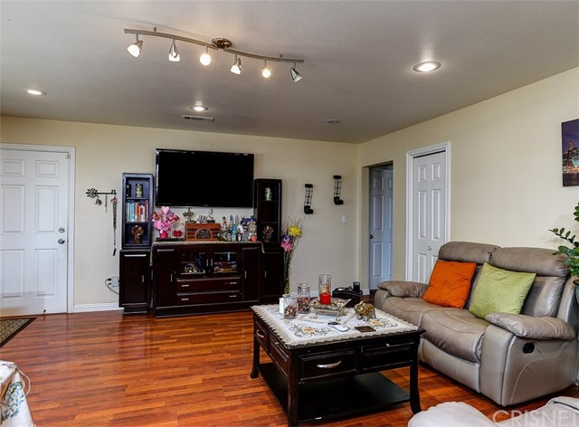 38757 Glenbush Avenue, Palmdale CA: http://media.crmls.org/mediascn/a6d51b83-cd63-47fa-b717-35e91760a882.jpg