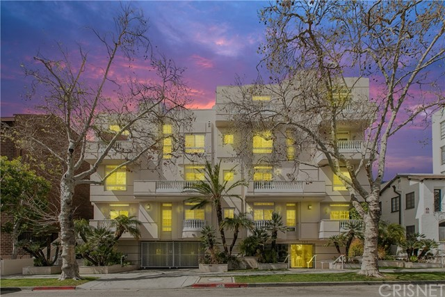 Detail Gallery Image 1 of 23 For 125 S Rexford Dr #203,  Beverly Hills,  CA 90212 - 3 Beds | 2/1 Baths