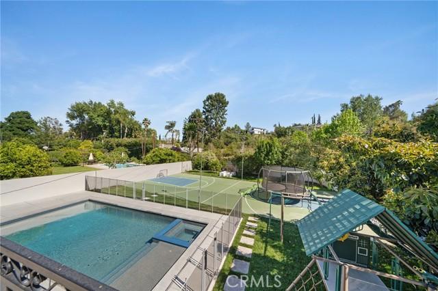 6140 Fenwood Avenue, Woodland Hills CA: http://media.crmls.org/mediascn/a6e96937-aa26-408e-932f-1641b5b2e991.jpg