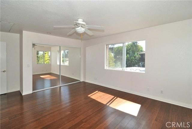 703 San Doval Place, Thousand Oaks CA: http://media.crmls.org/mediascn/a6ff25e8-cfc0-43cd-b1d0-23370ad2aea5.jpg