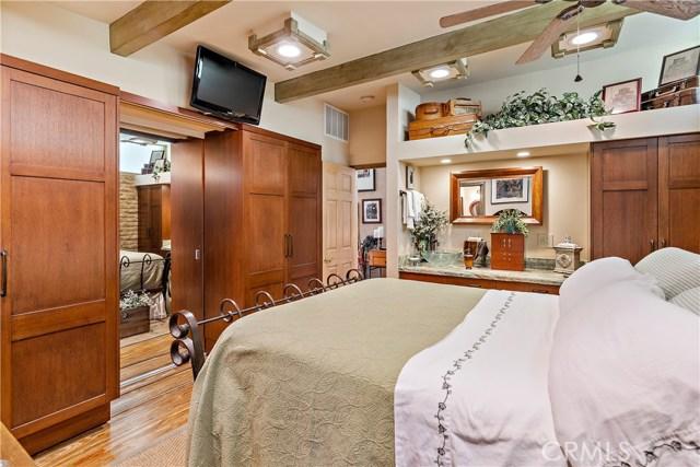 22133 Mulholland Drive, Woodland Hills CA: http://media.crmls.org/mediascn/a6ff5c4d-3e43-403f-a143-5cefdc185759.jpg