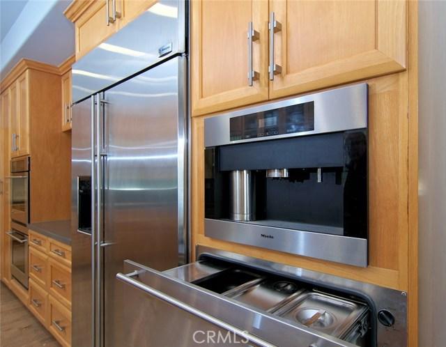 4419 Da Vinci Avenue, Woodland Hills CA: http://media.crmls.org/mediascn/a7161e01-c787-471b-ab98-2e0d47d76f2f.jpg