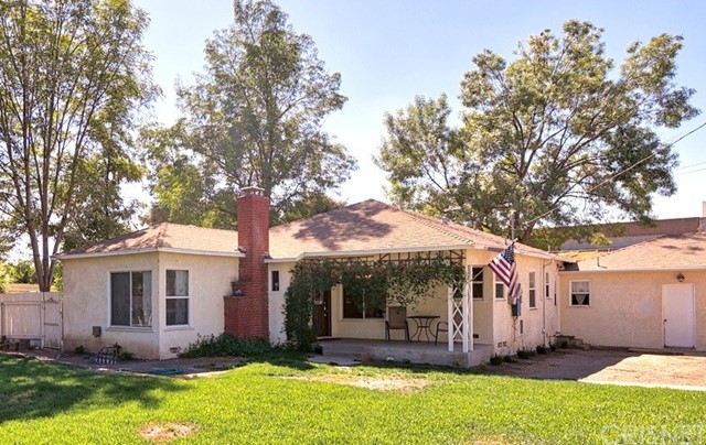 10850 Foothill Boulevard, Lakeview Terrace CA: http://media.crmls.org/mediascn/a749c69f-c06d-4a3b-974e-19b6e41e789e.jpg