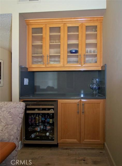 4419 Da Vinci Avenue, Woodland Hills CA: http://media.crmls.org/mediascn/a7a00bdf-dad6-4c27-ac19-1b2d3fe44d96.jpg