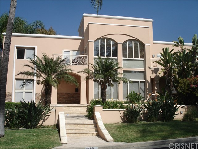 Single Family Home for Rent at 810 Sunset Canyon Drive S Burbank, California 91501 United States