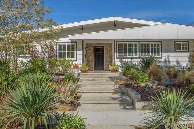 Single Family Home for Sale at 23001 Darien Street 23001 Darien Street Woodland Hills, California 91364 United States