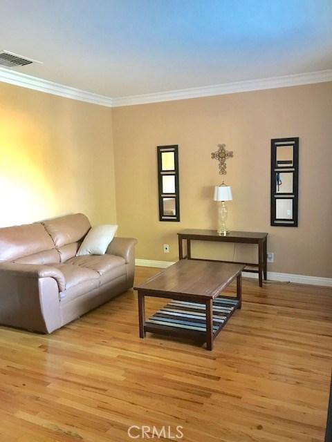 6857 Quakertown Avenue, Winnetka CA: http://media.crmls.org/mediascn/a81a0335-77d6-40db-877b-4c8bfc55e4e3.jpg