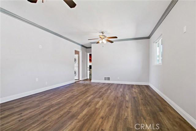 8614 Wentworth Street, Sunland CA: http://media.crmls.org/mediascn/a8830143-3887-44f9-ac9a-3e18072b63f3.jpg