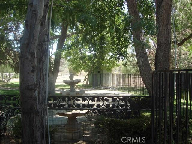2011 Carson Mesa Road, Acton CA: http://media.crmls.org/mediascn/a8ff9335-10b1-4618-97ac-a9f312a44e3a.jpg