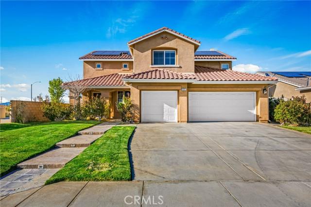 6551 La Sarra Drive, Lancaster CA: http://media.crmls.org/mediascn/a928d647-fe49-4c18-8f12-2721c966d959.jpg