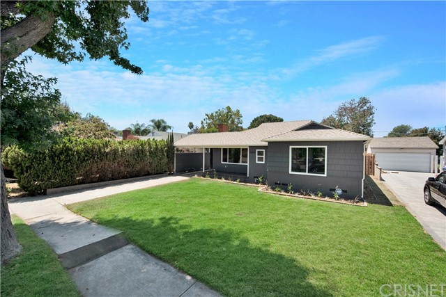 6633 Costello Avenue, Valley Glen CA: http://media.crmls.org/mediascn/a9735072-b047-4b69-a8eb-268ed435d4fa.jpg