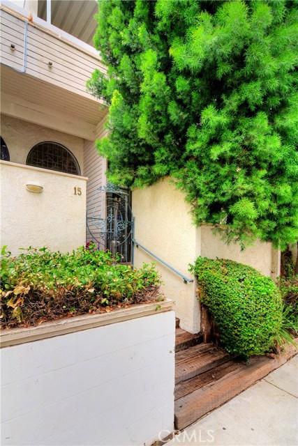 18701 Hatteras Street, Tarzana CA: http://media.crmls.org/mediascn/a9783bc3-8302-4c81-a6b4-e70fc7b97e47.jpg