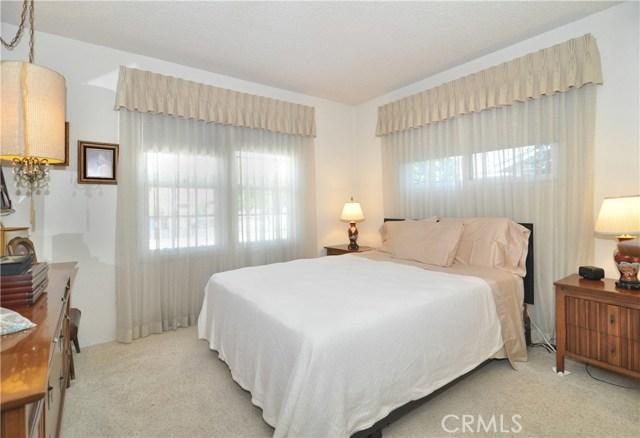 22142 Hart Street, Canoga Park CA: http://media.crmls.org/mediascn/aa27cf79-aa0b-4b68-bc7f-9567e088bb53.jpg