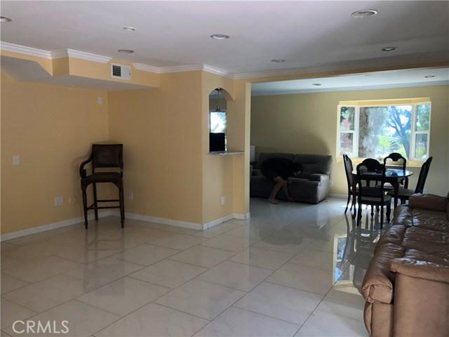 24526 Calvert Street, Woodland Hills CA: http://media.crmls.org/mediascn/aa2b3098-9ab4-4d5f-942c-677c0cc82e5a.jpg