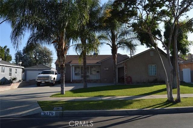 9779 Mercedes Avenue, Arleta CA: http://media.crmls.org/mediascn/aa8844f5-510c-43ea-9aca-c65984622081.jpg