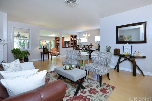 5825 Lemona Avenue, Sherman Oaks CA: http://media.crmls.org/mediascn/aac3dad7-79ca-4504-b49e-ef70c889e6f1.jpg