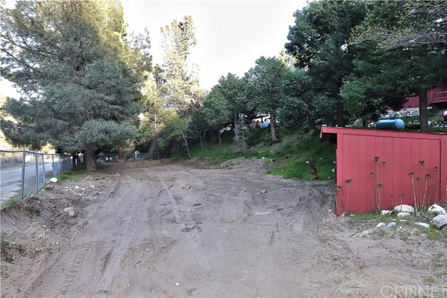 20872 Pine Canyon Road, Lake Hughes CA: http://media.crmls.org/mediascn/aaeef58a-44bd-4325-96ec-bcae11c668e4.jpg