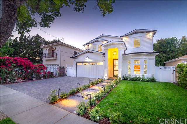12415 Huston Street, Valley Village CA: http://media.crmls.org/mediascn/ab0780a5-edb3-4b95-aa74-a1bfe2d1fb36.jpg