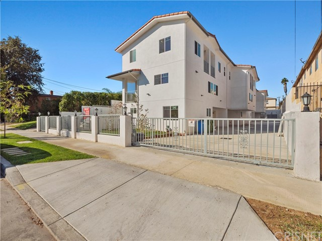 329 E Hazel Street, Inglewood CA: http://media.crmls.org/mediascn/ab5af580-37b5-4507-8009-de2318cf7363.jpg
