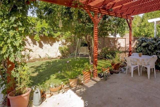 22025 De La Osa Street, Woodland Hills CA: http://media.crmls.org/mediascn/ab65d275-77d6-4409-aa2b-014a7b674c7c.jpg