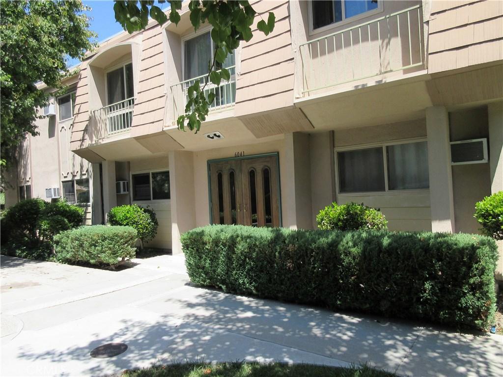 Photo of 6041 FOUNTAIN PARK LANE #1, Woodland Hills, CA 91367