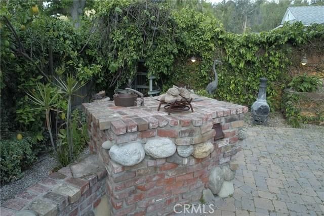 4984 Topanga Canyon Boulevard, Woodland Hills CA: http://media.crmls.org/mediascn/abfa99a7-502d-4c8b-b721-c3b766a60888.jpg