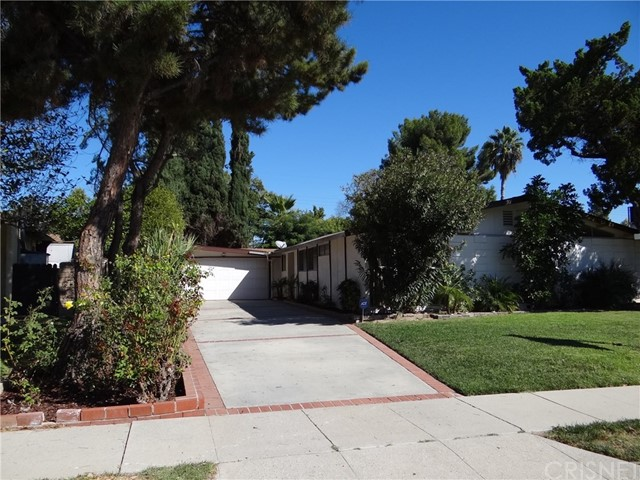 Casa Unifamiliar por un Venta en 19951 Acre Street Northridge, California 91324 Estados Unidos