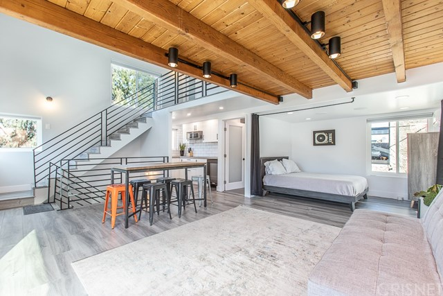 Detail Gallery Image 1 of 26 For 24 20th Ave, Venice,  CA 90291 - 3 Beds   3/1 Baths