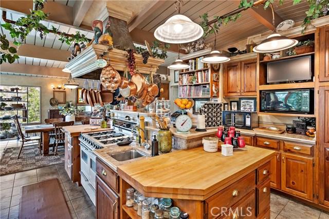 22133 Mulholland Drive, Woodland Hills CA: http://media.crmls.org/mediascn/ac393626-3a5a-4e18-84a5-34ee267b3ea2.jpg