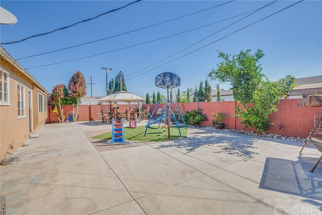 8240 Beeman Avenue, North Hollywood CA: http://media.crmls.org/mediascn/ac3937a0-4372-4e0f-a9f3-1bcabfd950db.jpg