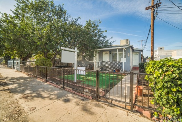 Single Family Home for Sale at 5557 Willowcrest Avenue 5557 Willowcrest Avenue North Hollywood, California 91601 United States