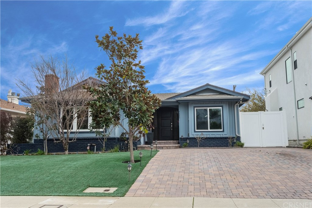 Photo of 7328 KENTWOOD AVENUE, Westchester, CA 90045