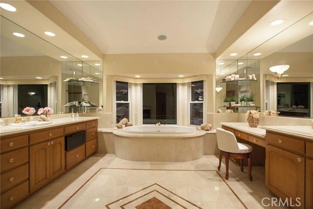 24833 Jacob Hamblin Road, Hidden Hills CA: http://media.crmls.org/mediascn/acfcfe3b-88ab-4785-9a3a-3e8b16cad065.jpg