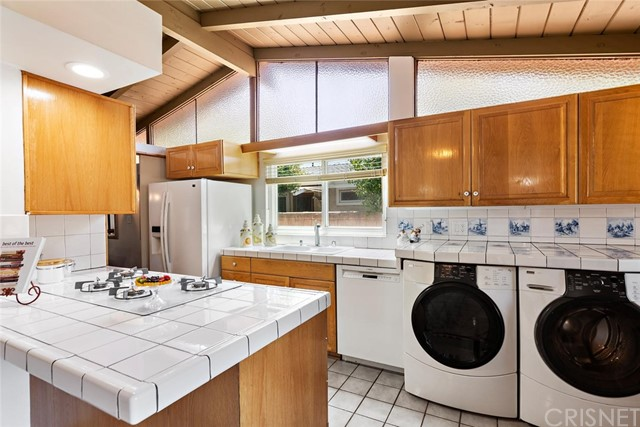 10624 Gaviota Avenue, Granada Hills CA: http://media.crmls.org/mediascn/ad35a3b2-59ae-4cf9-925e-a619d60476f7.jpg