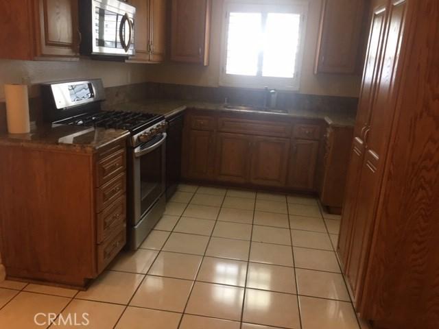 7005 Jordan Avenue, Canoga Park CA: http://media.crmls.org/mediascn/ad3808af-ca74-40ae-9019-d36d799302b4.jpg
