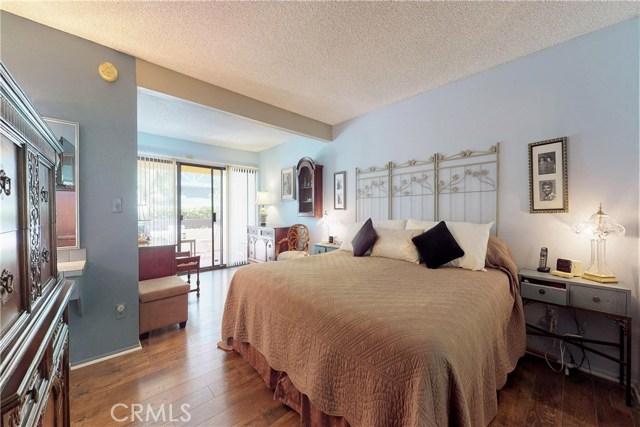 10126 Reseda Boulevard, Northridge CA: http://media.crmls.org/mediascn/ad8dd1d1-ca4b-4eb7-a294-8f0e7326878d.jpg
