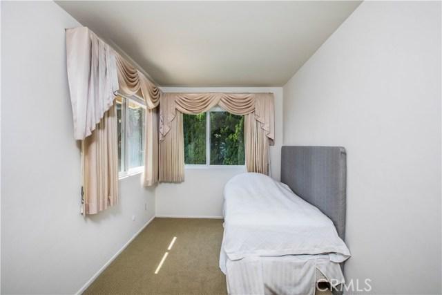 4486 Winnetka Avenue, Woodland Hills CA: http://media.crmls.org/mediascn/adf9a6d7-100f-451f-a1ff-954fe6b5c9c6.jpg