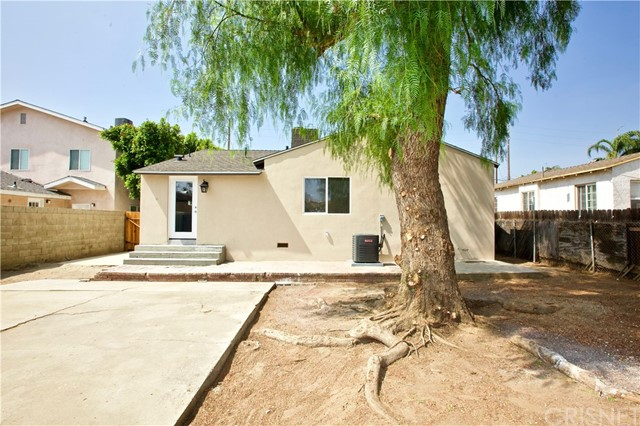 8660 Sharp Avenue, Sun Valley CA: http://media.crmls.org/mediascn/ae2a9983-47ce-418b-bb19-a2f240c6d23a.jpg
