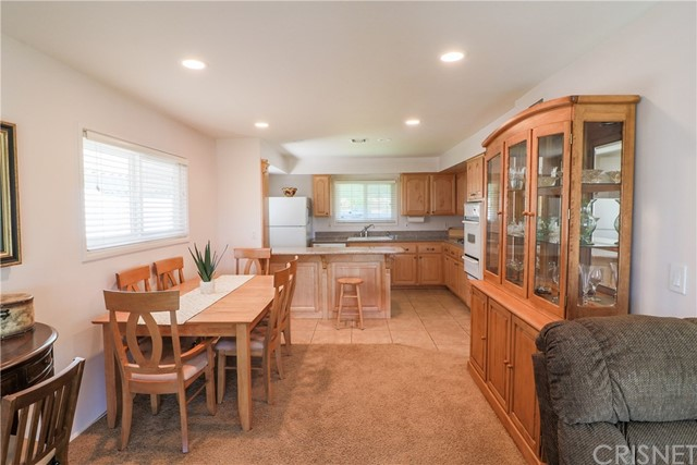 19602 Aldbury Street, Canyon Country CA: http://media.crmls.org/mediascn/ae3ac98a-4c56-4bff-8ec1-f91a618c9b6f.jpg