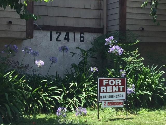 12416 Magnolia Boulevard, Valley Village CA: http://media.crmls.org/mediascn/ae5baa40-eadd-499c-a595-860ed63f0191.jpg