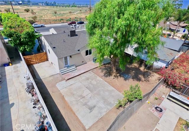 8660 Sharp Avenue, Sun Valley CA: http://media.crmls.org/mediascn/ae5f1a28-5b56-419a-88c4-1b1a97adfa77.jpg