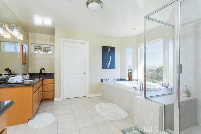 4964 Medina Road, Woodland Hills CA: http://media.crmls.org/mediascn/aeb26c38-45bd-4b96-9cb3-fbd3892e9f78.jpg