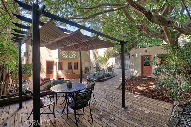 1522 Pandora Avenue, Westwood - Century City CA: http://media.crmls.org/mediascn/af49f443-81ed-4f60-a38a-baa19f606663.jpg