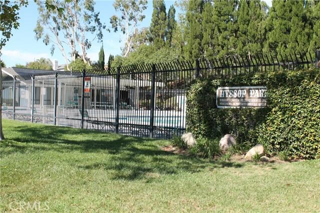 21639 Turmeric Court, Saugus CA: http://media.crmls.org/mediascn/af99d7de-ddc3-44df-a5f3-141954c527d0.jpg
