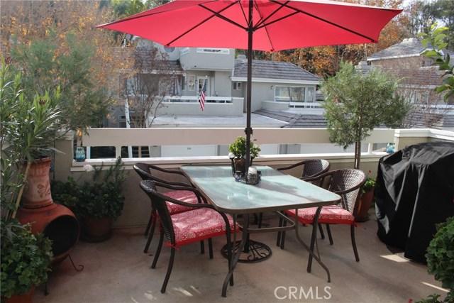 23963 Arroyo Park Drive, Valencia CA: http://media.crmls.org/mediascn/b021d9ab-2965-4a14-9a63-8e6aab94c3bb.jpg