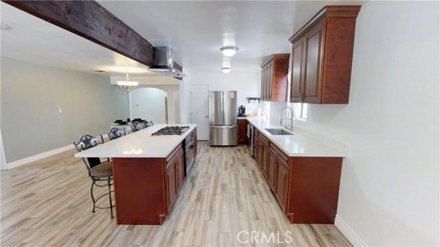 Maison unifamiliale pour l Vente à 14041 Pierce Street 14041 Pierce Street Arleta, Californie 91331 États-Unis