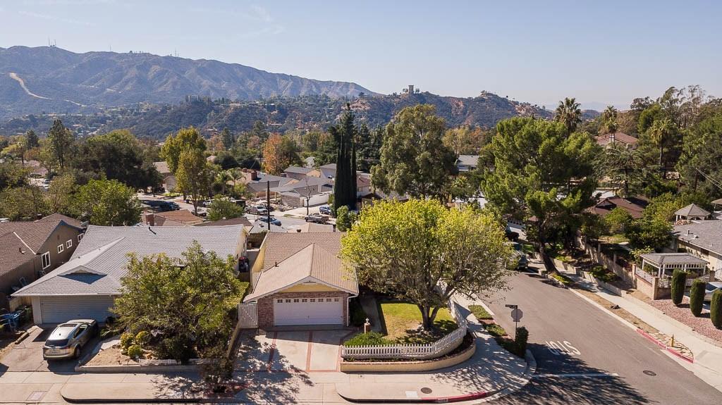 6324 Day Street, Tujunga CA: http://media.crmls.org/mediascn/b042cb8e-d687-46ca-8677-35fb34d5da56.jpg