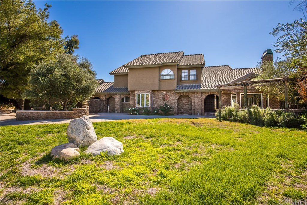 Property for sale at 21948 Parvin Drive, Saugus,  CA 91350