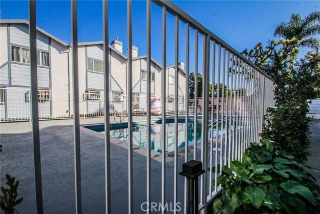 9076 Willis Avenue, Panorama City CA: http://media.crmls.org/mediascn/b0a989de-36af-4e5b-b04b-61fd704be962.jpg
