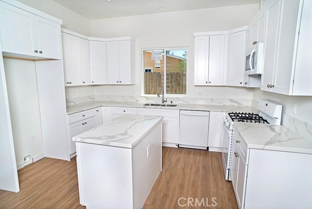 17406 Tiara Street, Encino CA: http://media.crmls.org/mediascn/b0c1e55a-2bc9-4c2d-9ec1-a200a46f5953.jpg